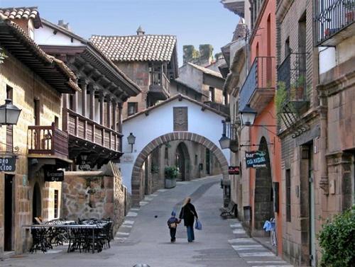 Pueblo-Español.jpeg